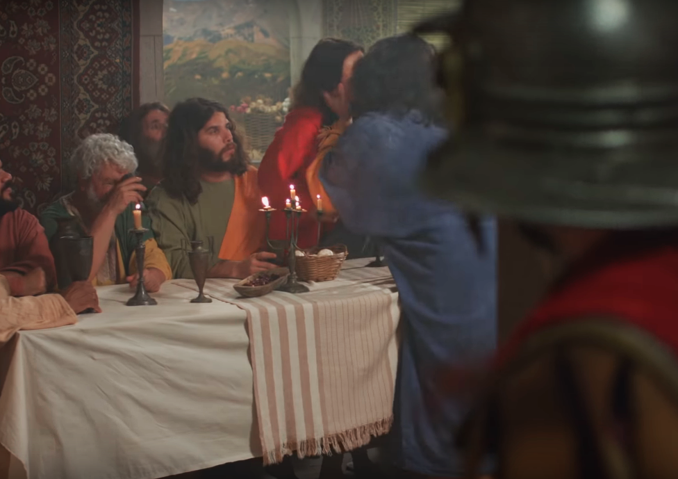 Porta dos Fundos encena beijo gay entre Judas e Jesus após a Última Ceia