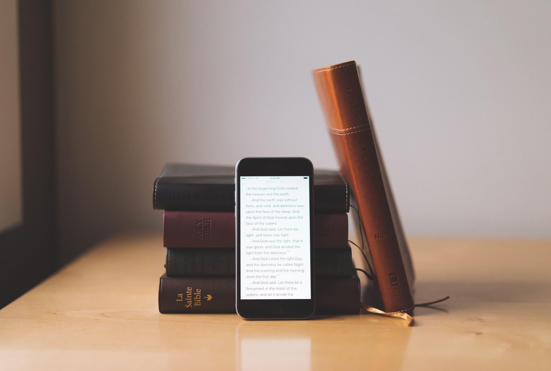 SBB e YouVersion lançam Bíblia impressa com recursos digitais
