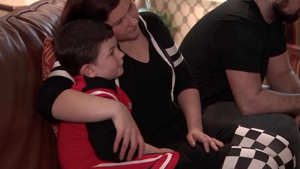 Garoto de 5 anos salva sua família de incêndio e pais glorificam a Deus pelo livramento