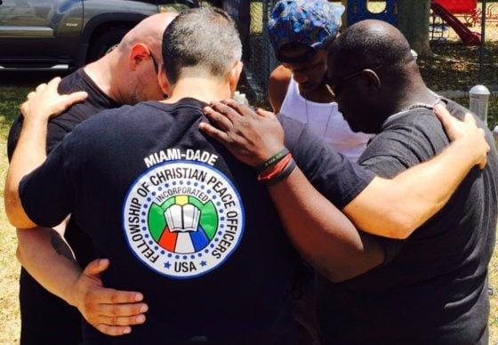 Mais de 1 milhão de policiais foram levados a Cristo, diz grupo evangelístico nos EUA