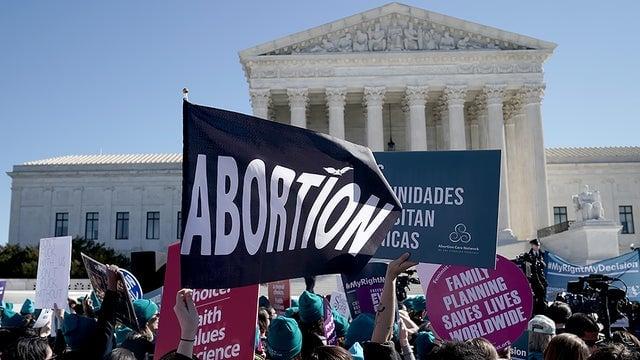 Clínicas de aborto processam governo por não poderem atuar devido à pandemia, nos EUA