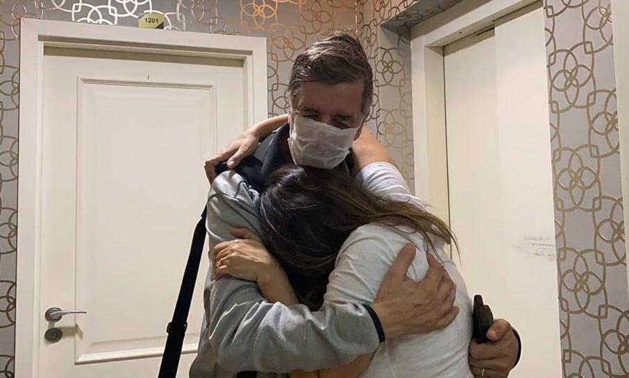 Fora de perigo por causa de Covid-19, marido de Soraya Moraes recebe alta hospitalar