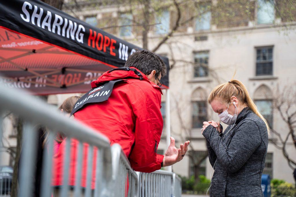 Tenda de oração no Central Park oferece esperança às pessoas durante pandemia