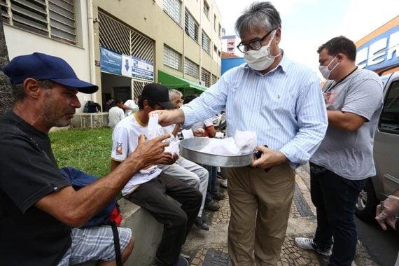 Em meio à pandemia, igreja abre espaço para moradores em situação de rua