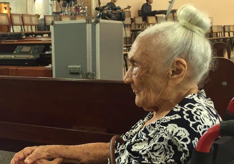 Igreja celebra a cura de idosa de 101 anos que superou o coronavírus, no Pará