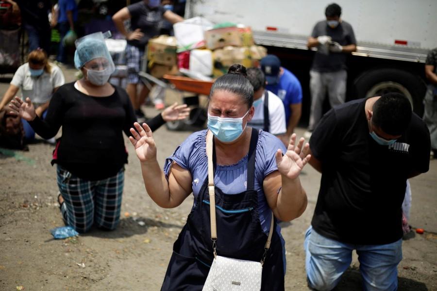 Cristãos oram nas ruas de El Salvador após presidente decretar 'dia de oração'