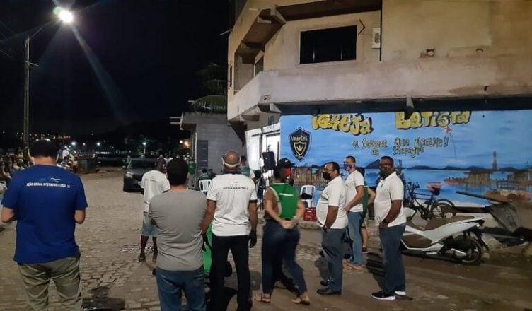 Pequena igreja de Salvador tem culto interrompido pela polícia