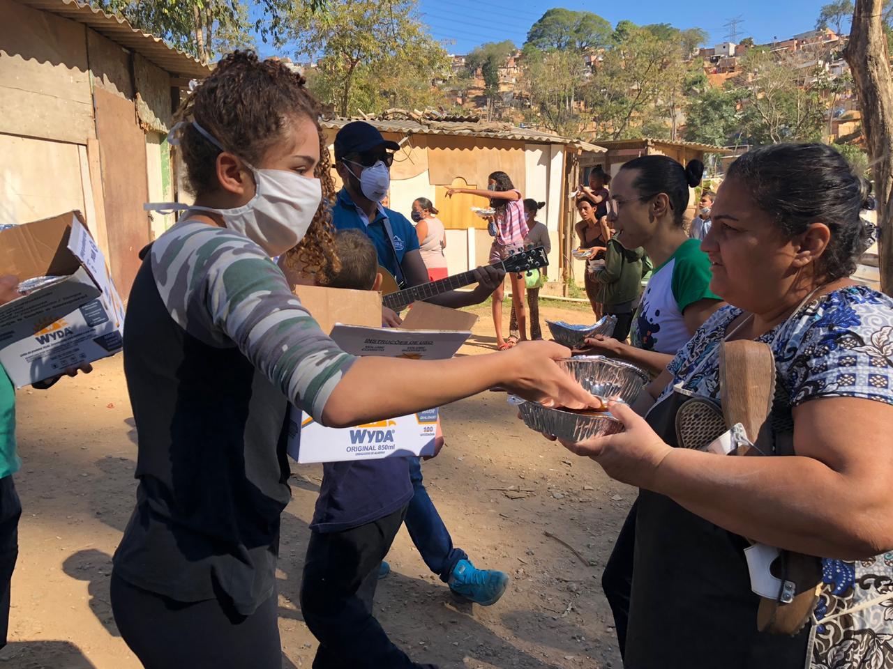 Igreja distribui 500 marmitas por dia na região mais afetada pela Covid-19 em São Paulo