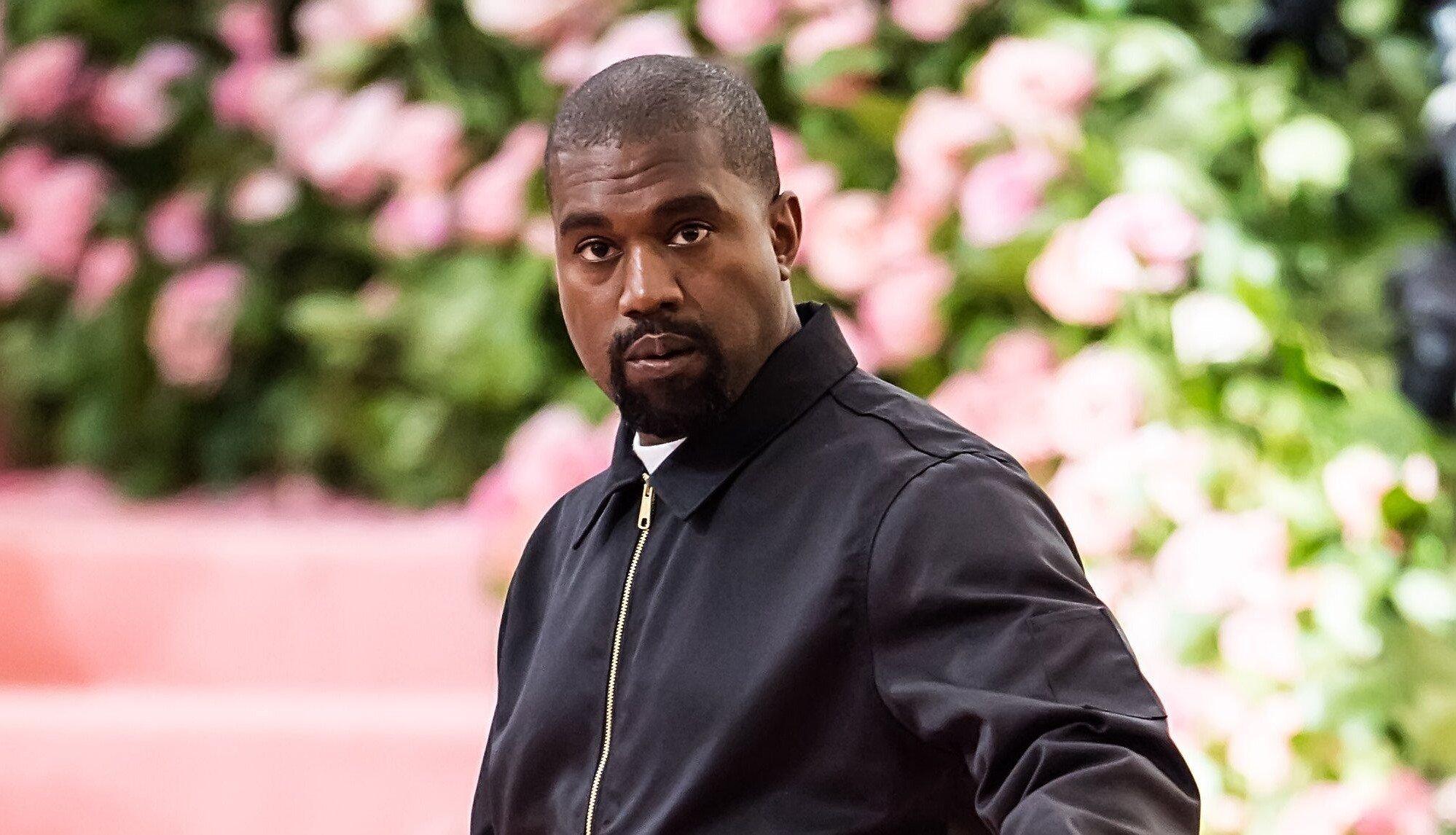Kanye West paga faculdade da filha de George Floyd e doa US$ 2 milhões a outras famílias