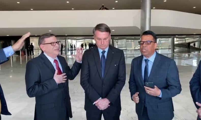 """Pastores oram por Bolsonaro no Palácio do Planalto: """"Este País não vai falir"""""""