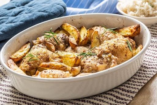 Frango assado com gergelim e batatas