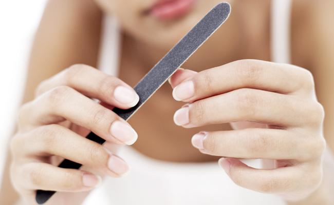 10 soluções para unhas fracas e quebradiças