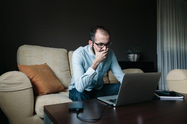 Ansioso devido à pandemia, homem pesquisa sobre Deus na internet e se entrega a Jesus