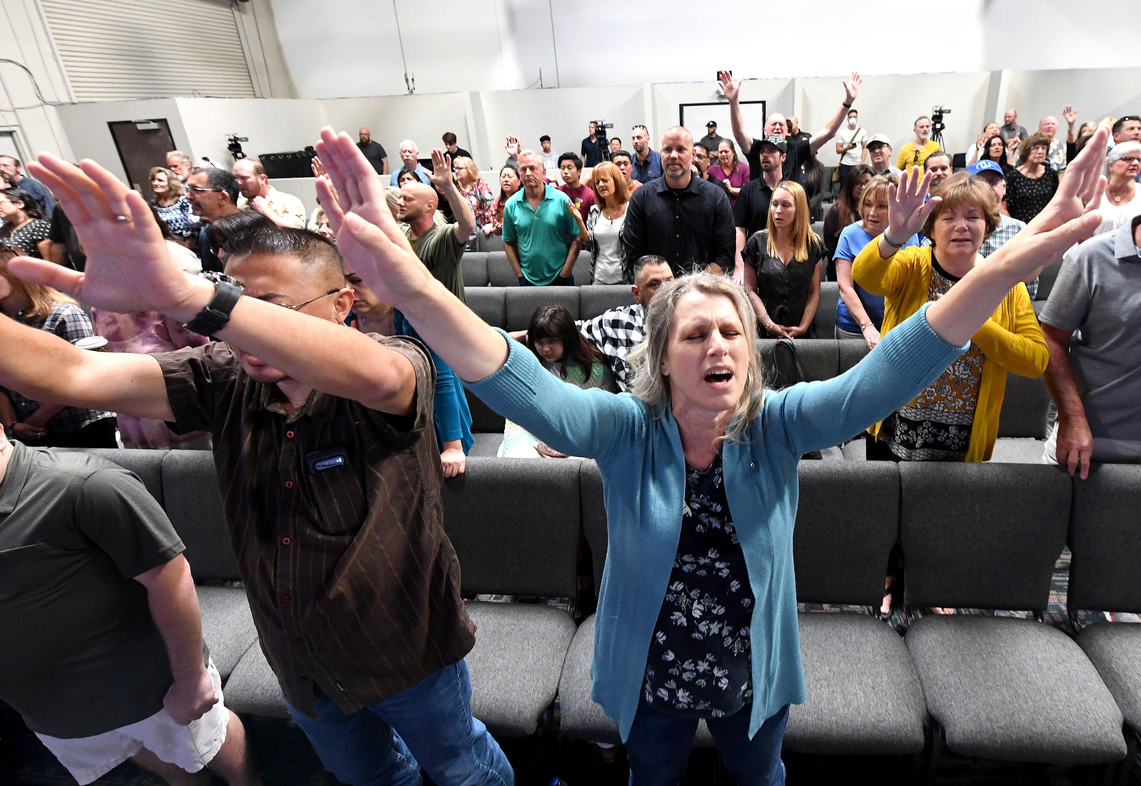 Pesquisa nos EUA mostra que cristãos preferem cultos presenciais a online
