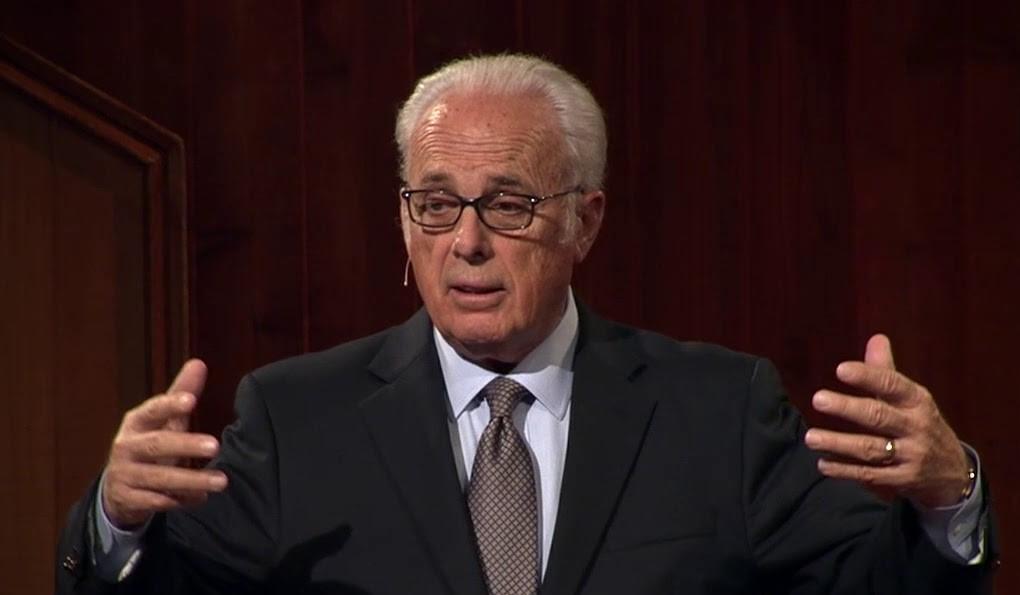 Pastor John MacArthur pode ser preso por continuar realizando cultos presenciais, nos EUA
