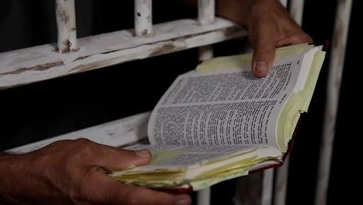 Deputados do Maranhão aprovam projeto de redução da pena de presos que lerem a Bíblia