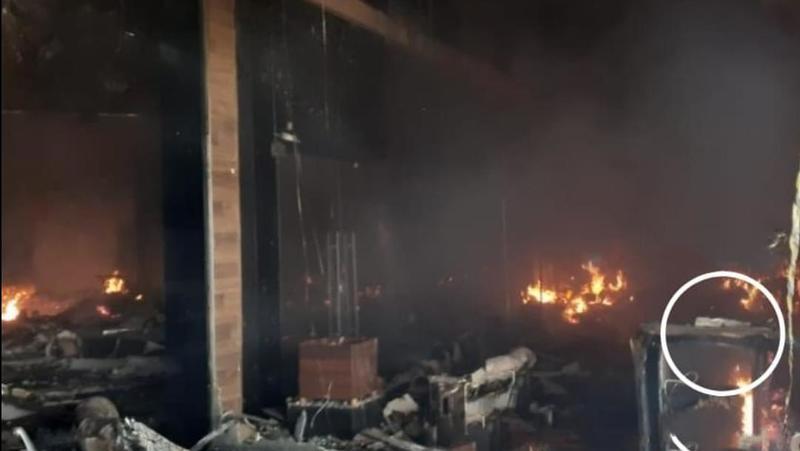 """Bíblia resiste a incêndio em shopping de Maringá e impacta funcionária: """"Deus é Deus"""""""