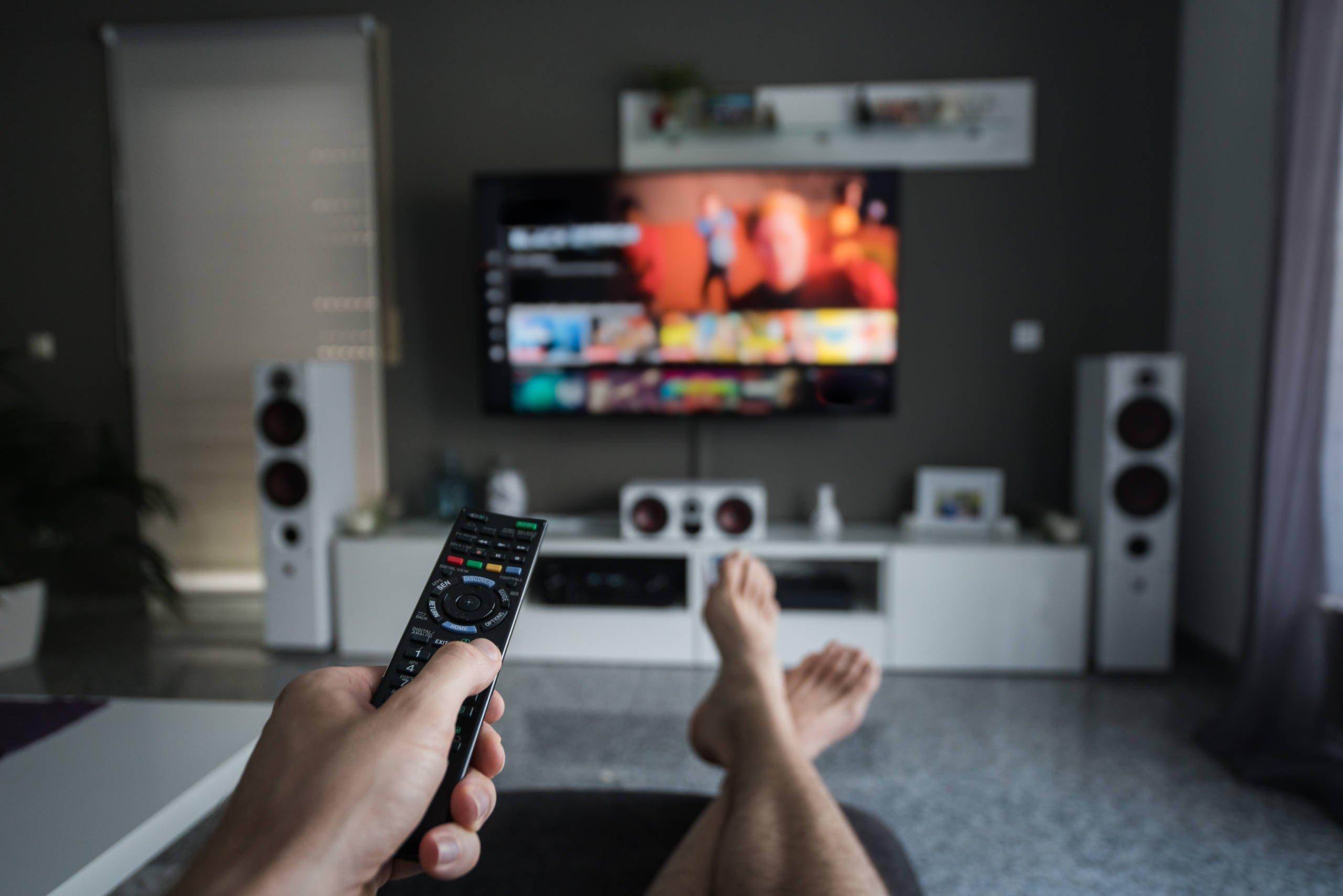 Para lidar com a pandemia, maioria dos cristãos preferem a TV do que a Bíblia
