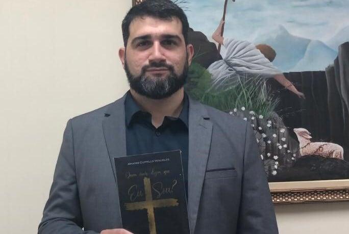 """""""Nada é mais importante e libertador do que entender quem Jesus é"""", diz pastor e escritor"""