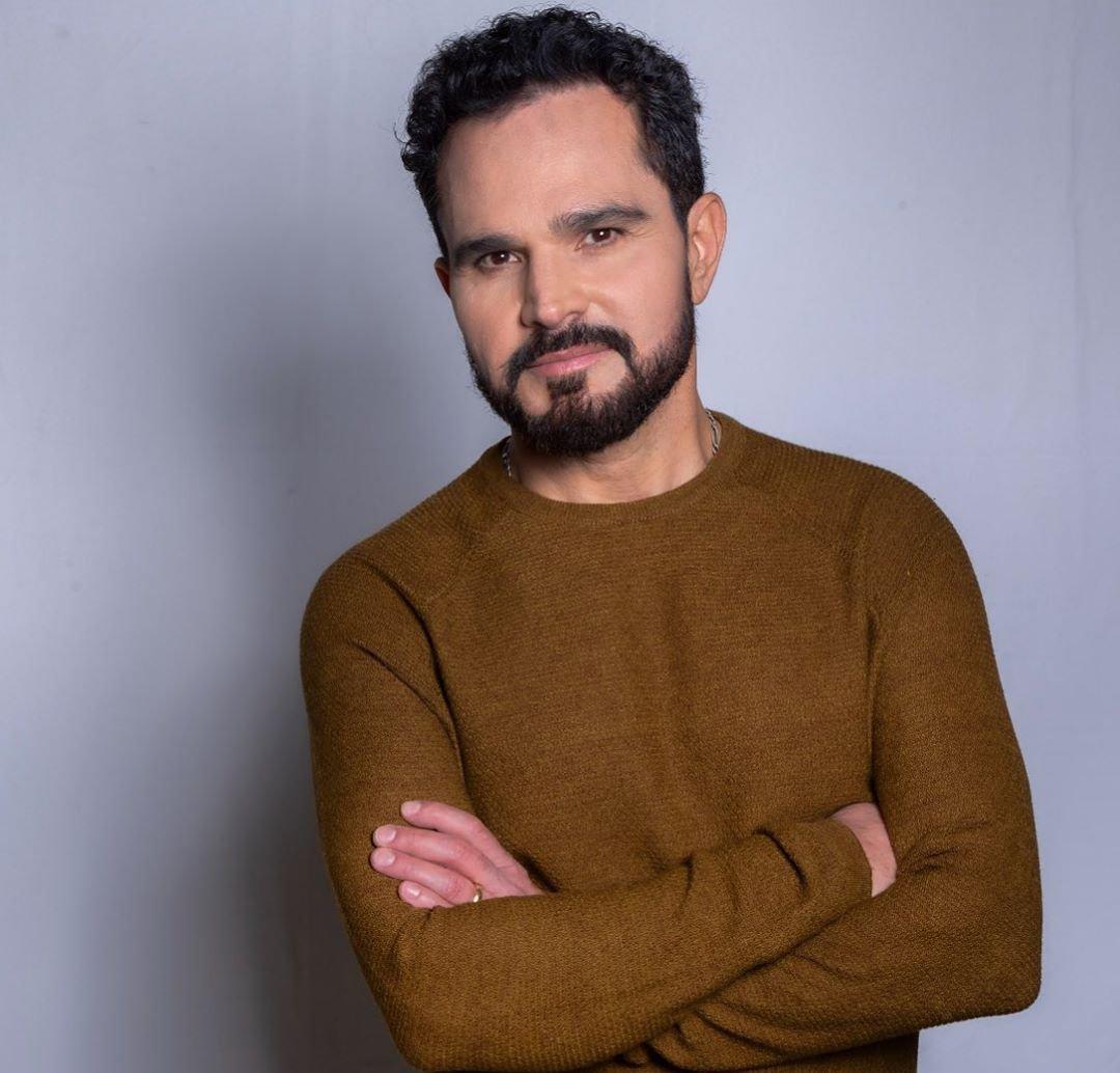 Luciano Camargo grava álbum gospel após chamado em igreja: 'Traduzo meu dom em louvores'