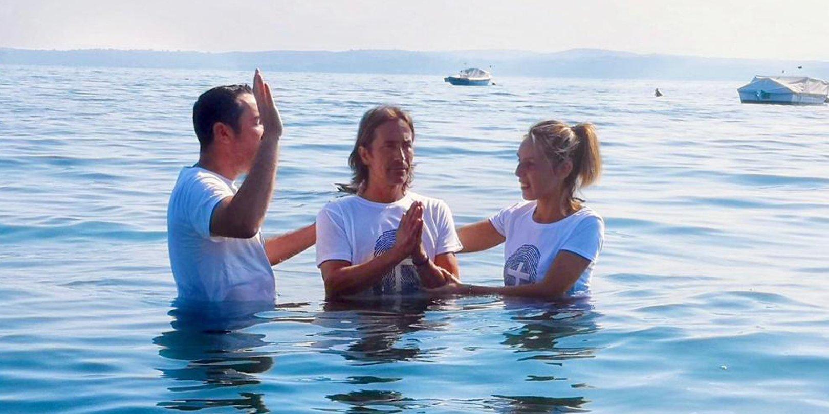 Missionários brasileiros levam italianos ao batismo após cultos online na pandemia