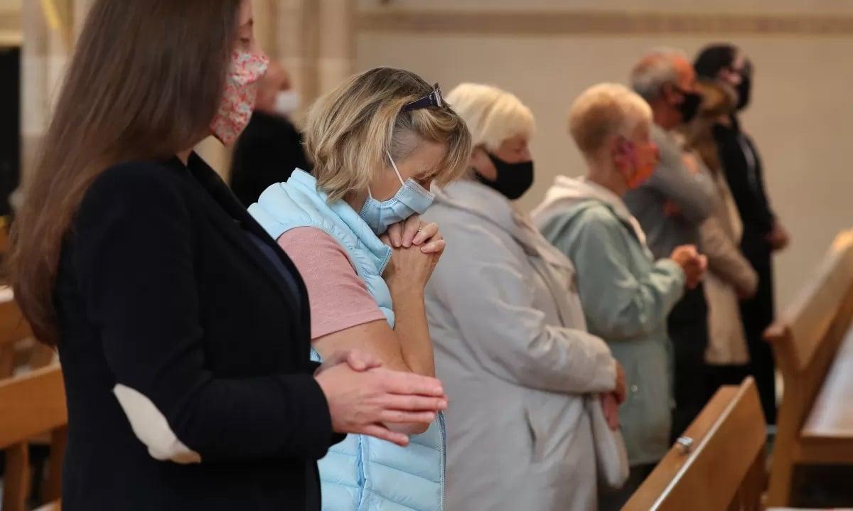 Pastores do Reino Unido apelam ao não fechamento de igrejas em nova onda de Covid-19