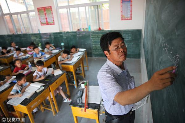 China proíbe professores de mencionar Deus em sala de aula