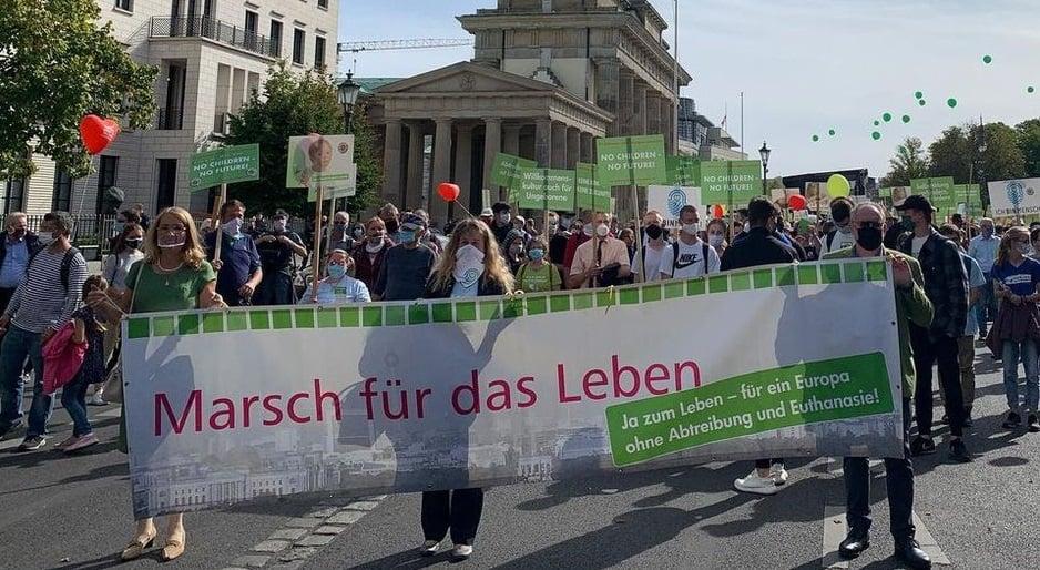 Mais de 3.000 pessoas marcham pela vida em Berlim