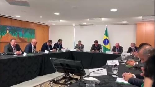 Ministros oram por Bolsonaro, dias antes do presidente passar por cirurgia
