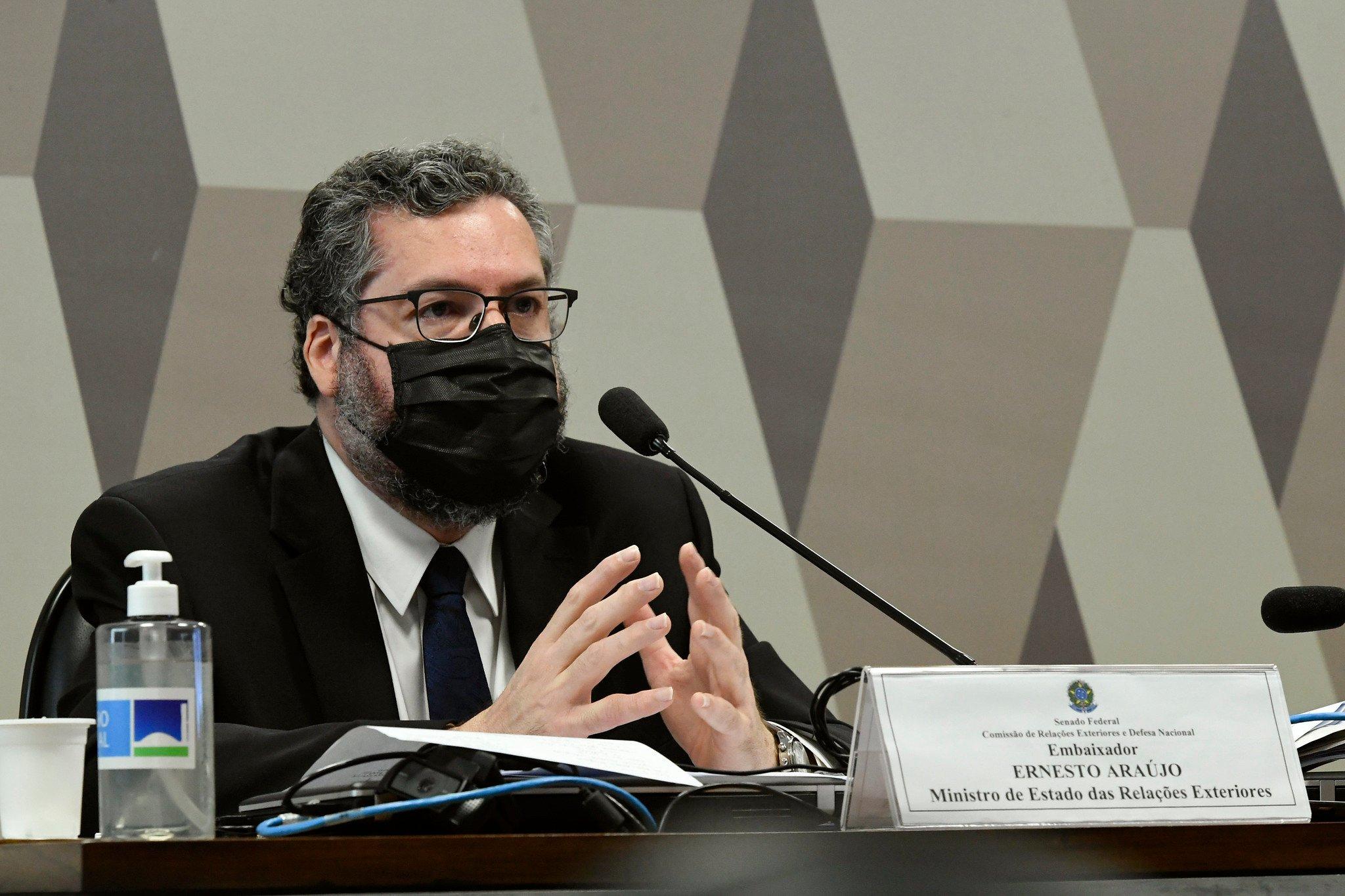 Mudança da embaixada brasileira para Jerusalém ainda está em estudo, diz Ernesto Araújo