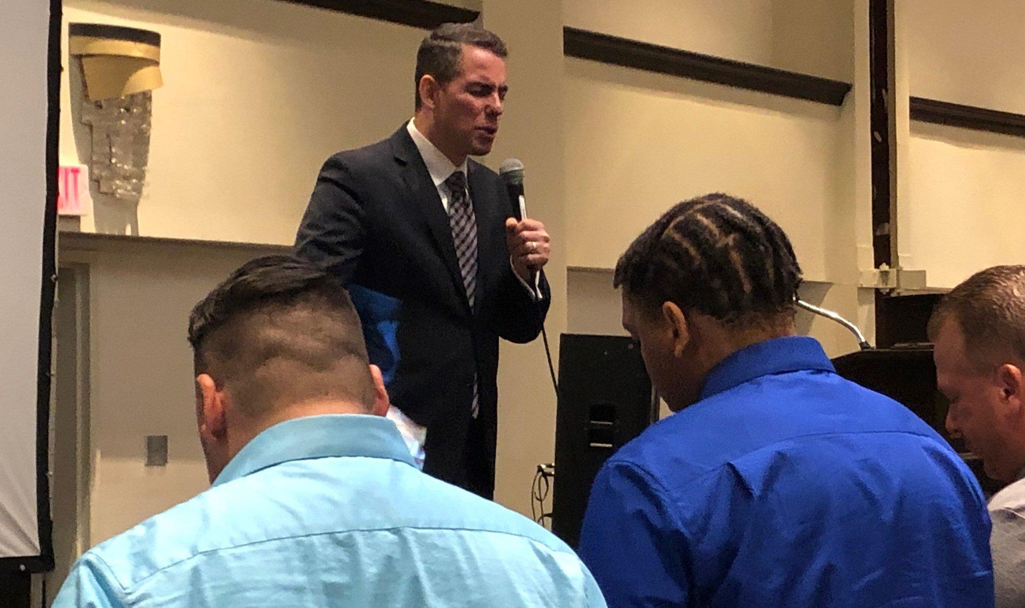 """Ex-traficante se torna pastor e treina jovens para """"representar o reino de Deus"""""""