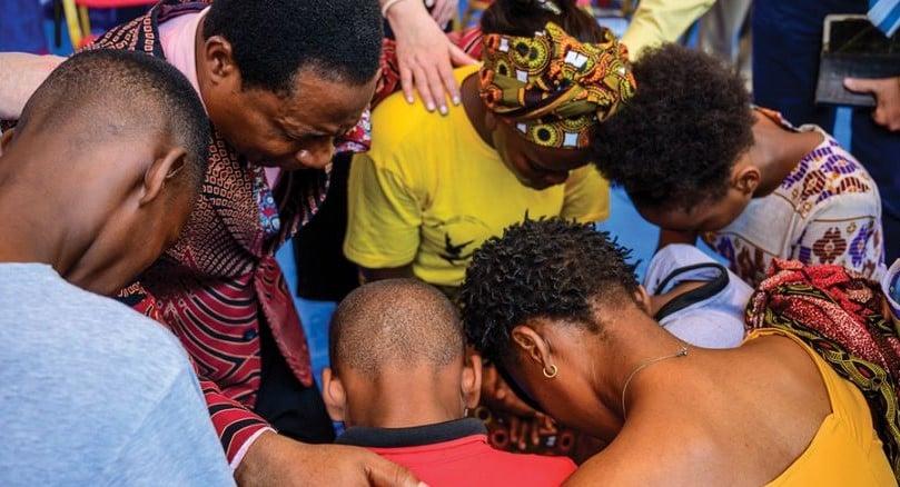 Casal de missionários relata crescimento do Evangelho em Angola: 'Eles têm fome de Deus'