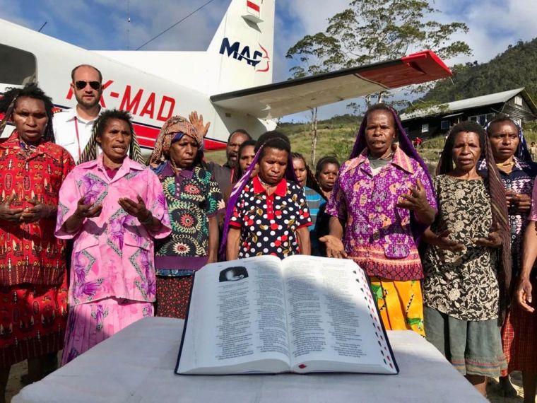 2.500 Bíblias são enviadas para tribo que matou seus primeiros missionários