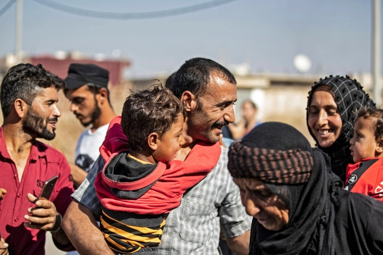 Sem dinheiro para manter presos, curdos libertam 600 combatentes do Estado Islâmico