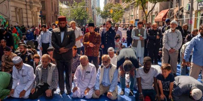 Nova York restringe reuniões de cristãos e judeus, mas libera encontros muçulmanos