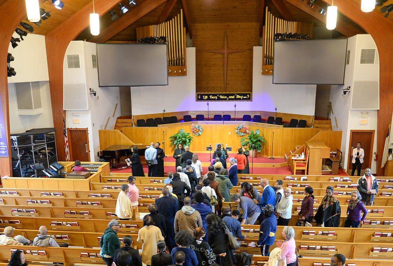 Igreja doa mais de US$ 1 milhão em dízimos para ajudar necessitados nos EUA