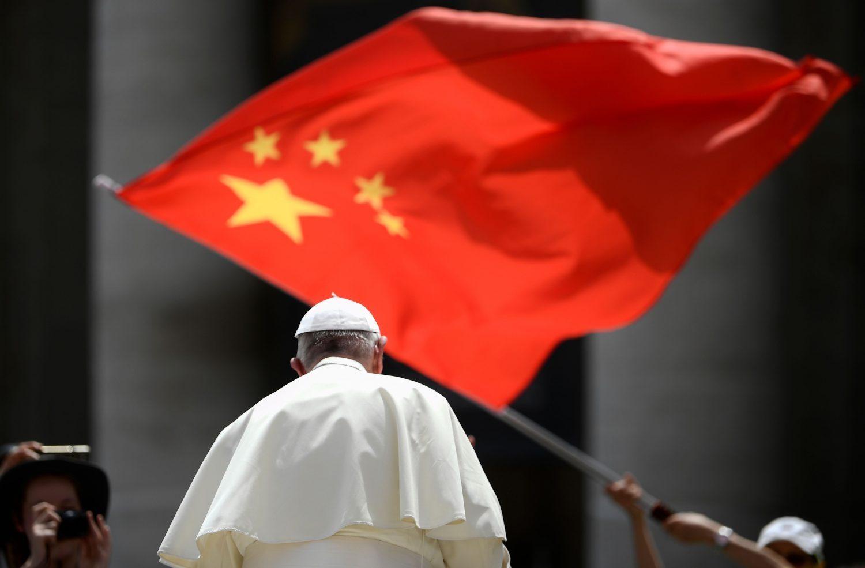 Vaticano renova acordo com China, apesar da perseguição religiosa
