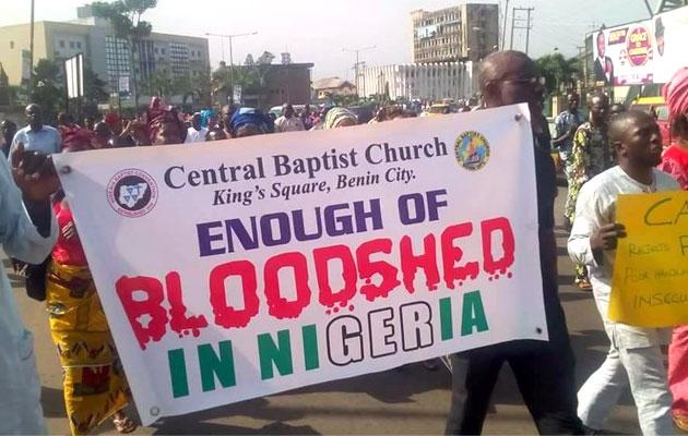 Igrejas são atacadas e cristãos espancados em meio a protestos por paz, na Nigéria