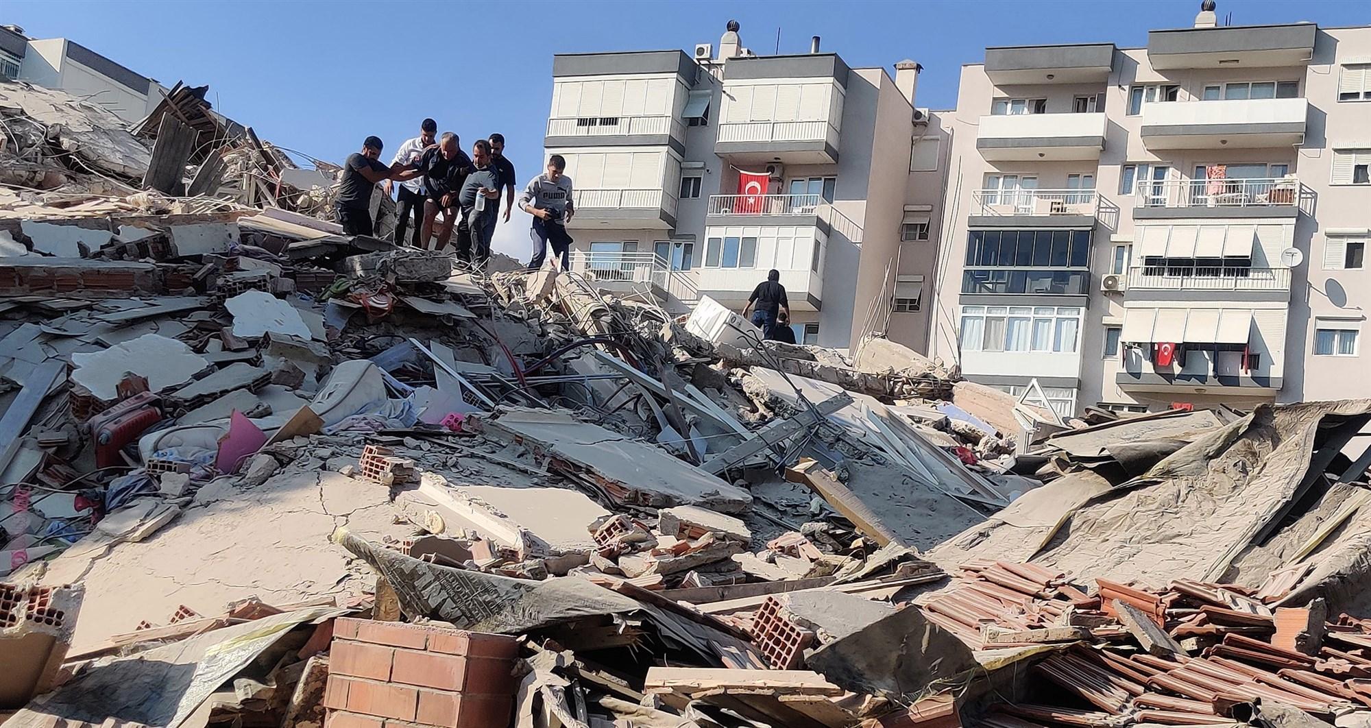 Cidade bíblica de Esmirna é a mais atingida em terremoto na Turquia