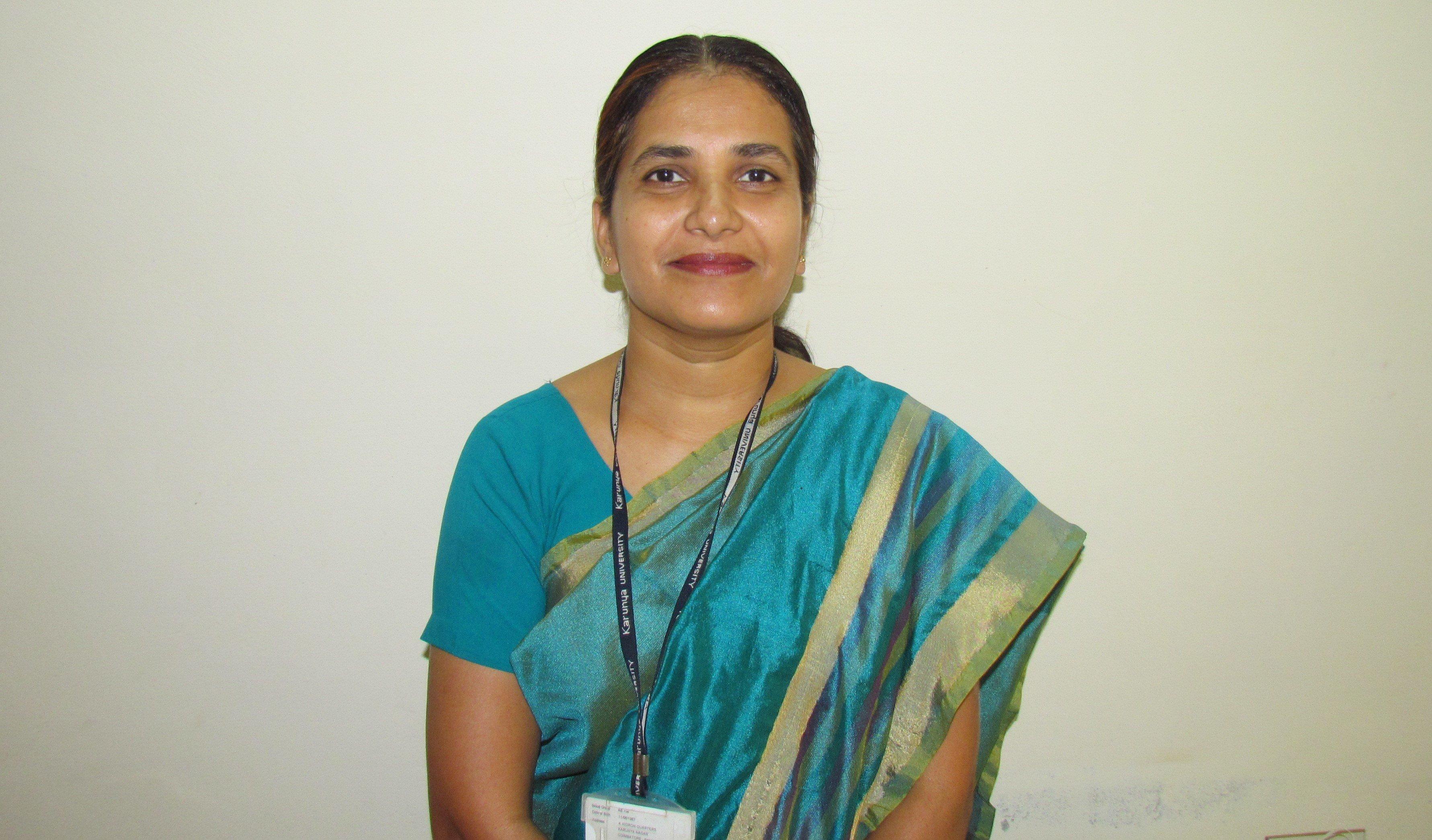 Após entregar-se a Jesus, indiana supera complexo de inferioridade e se torna doutora
