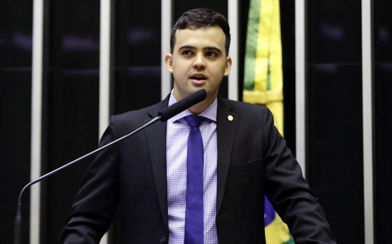 Deputado apresenta projeto de lei para proibir 'gênero neutro' em escolas do país