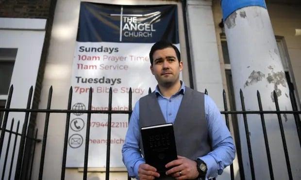 Igrejas do Reino Unido fazem 'cultos subterrâneos' devido a restrições do governo