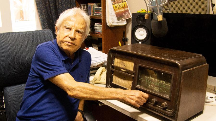 Aos 93 anos, Cid Moreira volta a fazer programa de rádio com mensagens da Bíblia
