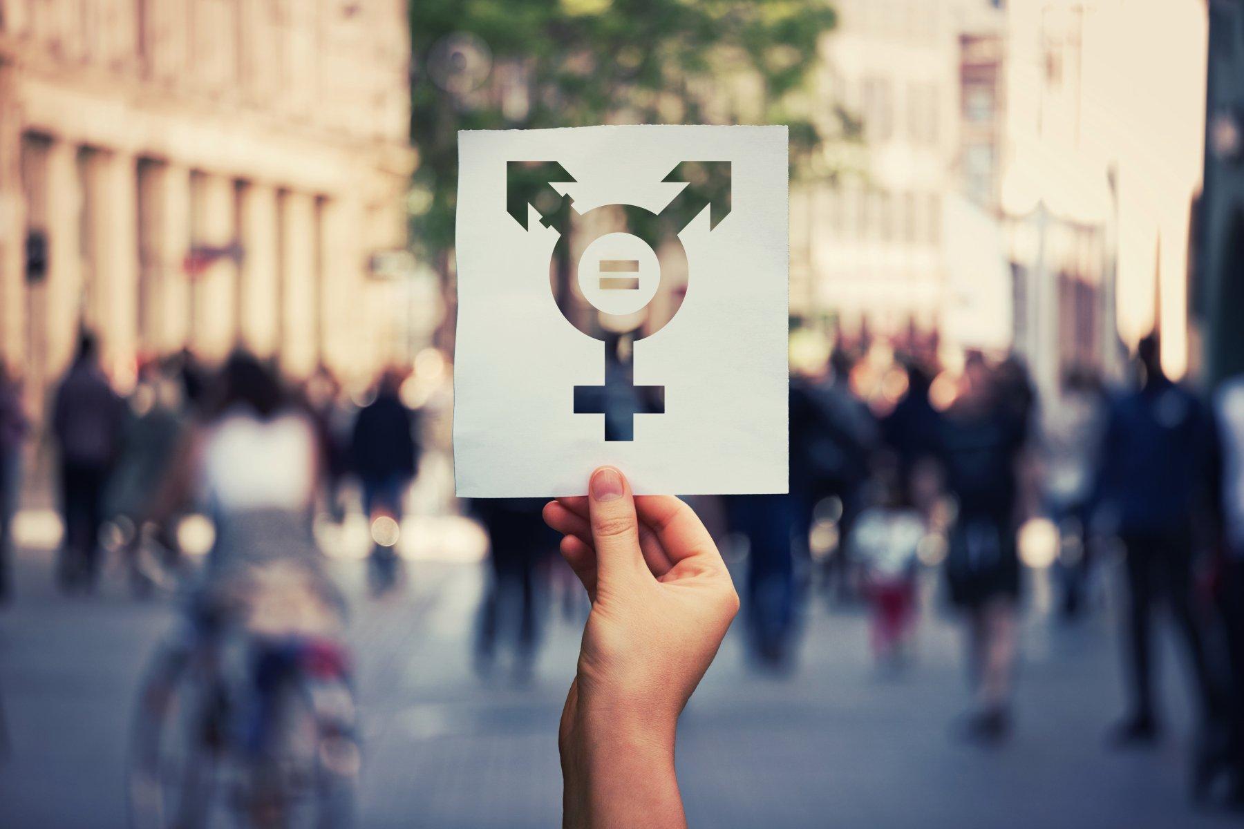 Psiquiatra alerta que crianças são usadas como 'experimento' em transição de gênero