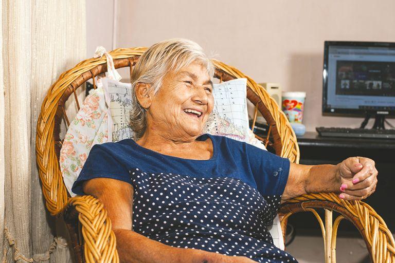 """""""Sou um milagre de Deus"""", diz idosa que ressuscitou no hospital onde estava internada"""
