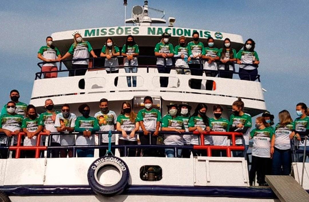 Barco missionário leva médicos e o Evangelho a comunidades da Amazônia