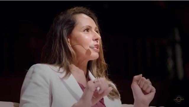 Ana Paula Henkel conta como desistiu de fazer aborto: