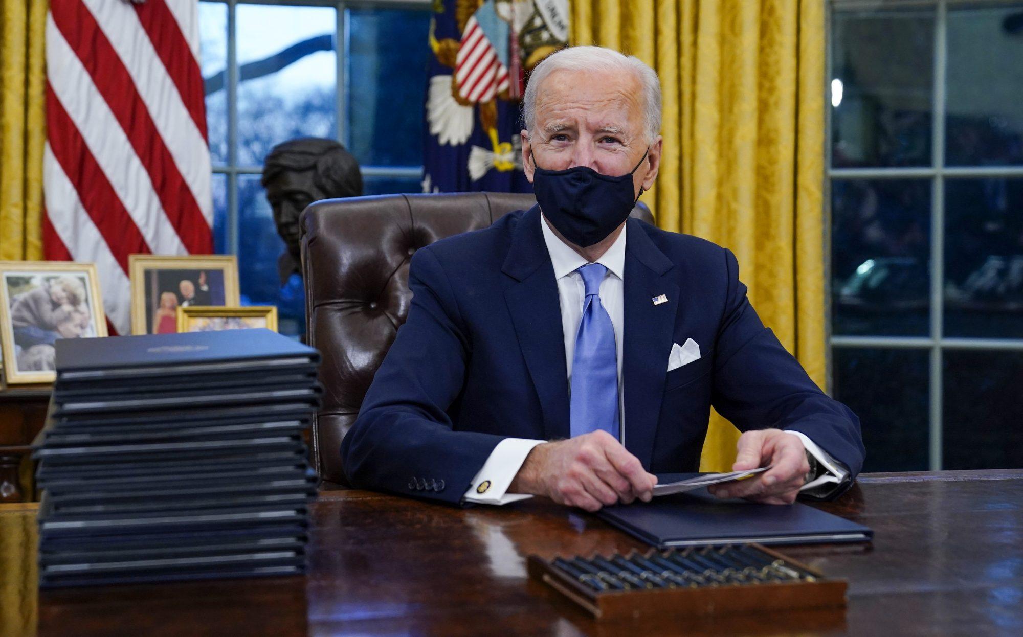 Biden irá revogar política anti-aborto aprovada por Trump, diz médico da Casa Branca
