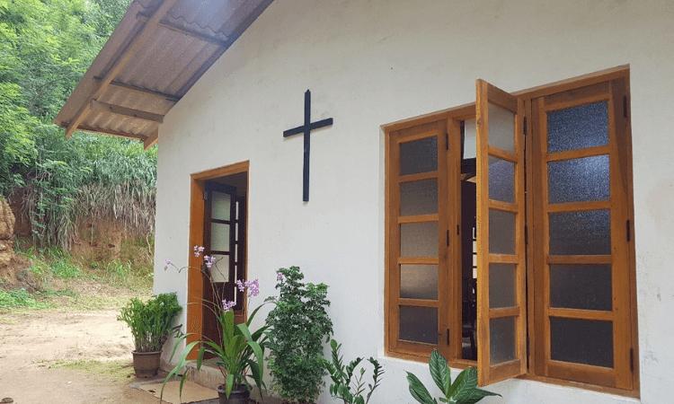 Pastor e esposa são agredidos por multidão após reunião na casa de um cristão, no Sri Lanka