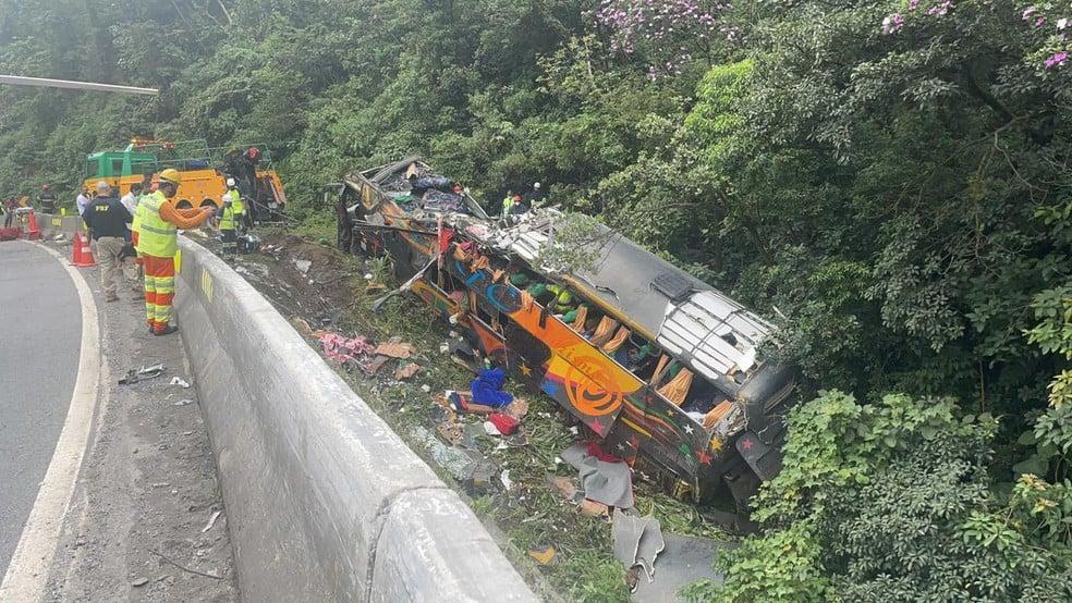 """""""Nasci de novo, foi a mão de Deus"""", diz sobrevivente de acidente de ônibus no Paraná"""